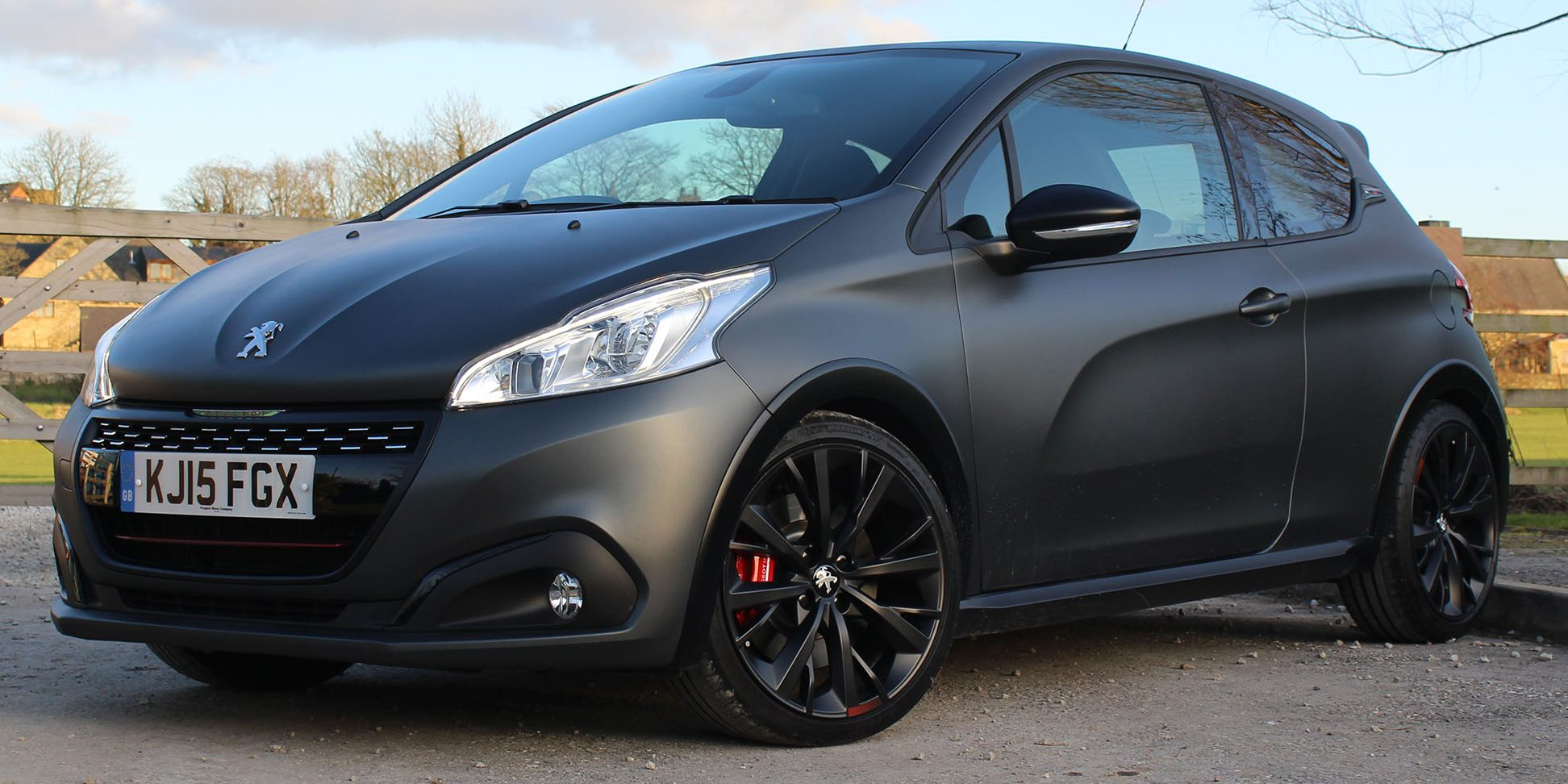 review peugeot 208 gti by peugeot sport simply motor. Black Bedroom Furniture Sets. Home Design Ideas